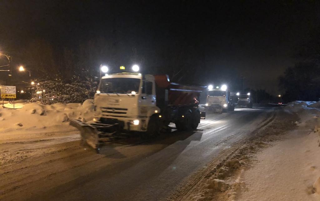 С улиц Тольятти снег убирает 61 спецмашина