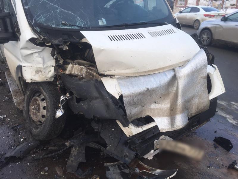 В Тольятти в аварии Porsche и маршрутки пострадали 5 женщин