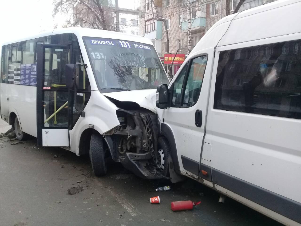 В ГИБДД сообщили подробности аварии двух маршруток в Тольятти