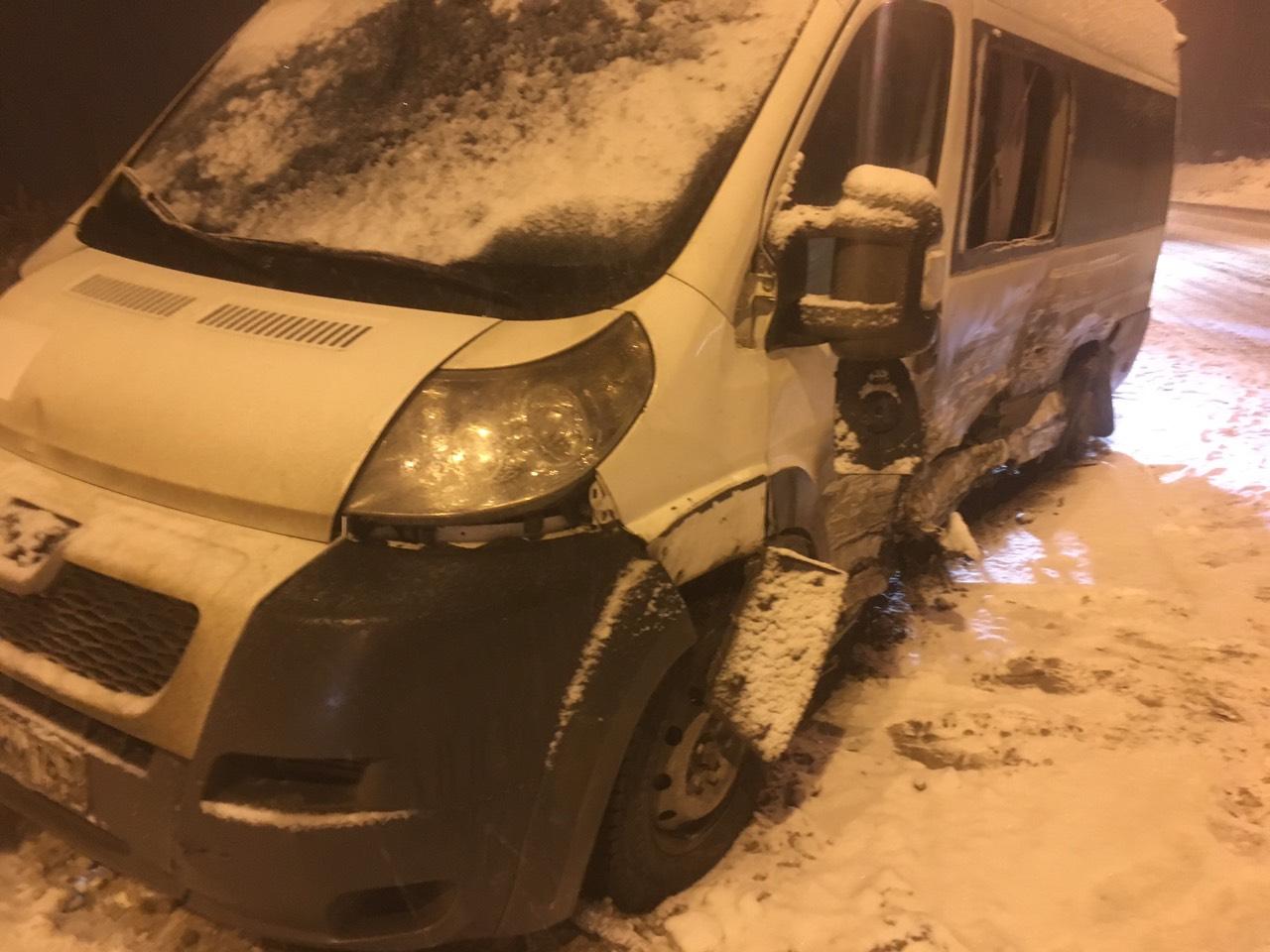 6 человек пострадали в аварии с маршруткой в Тольятти