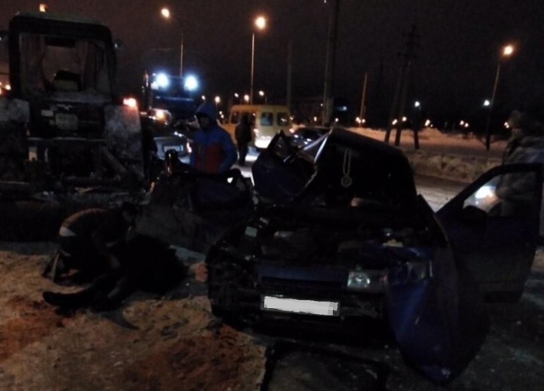 Ночью в Тольятти столкнулись «Лада» и трактор. Погиб человек