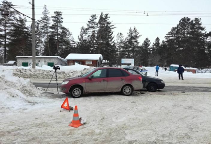 В аварии двух «Лад» в Тольятти пострадала женщина