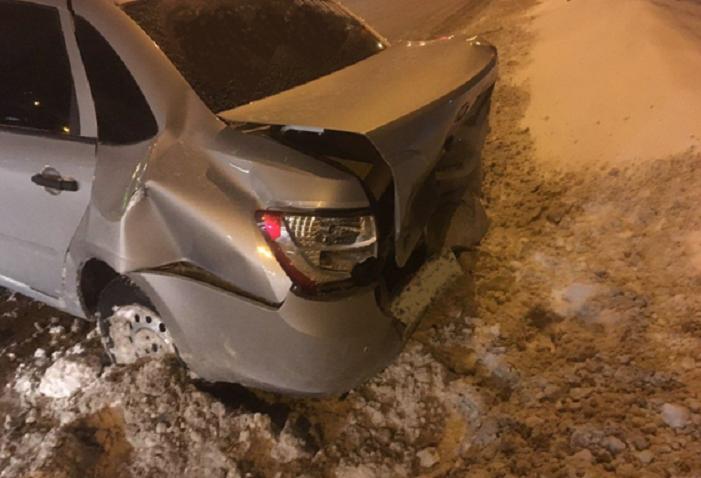 Молодая тольяттинка на иномарке врезалась в «Гранту» и отправила свою пассажирку в больницу