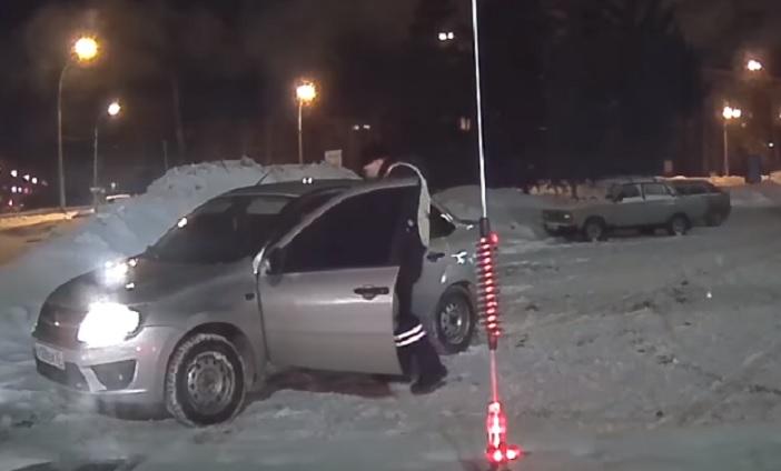Угрожал понятым: На видео попало задержание нетрезвого водителя в Тольятти