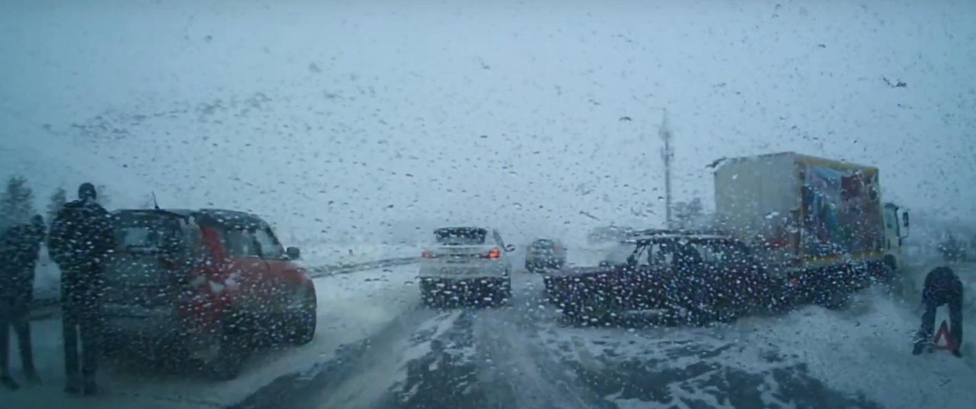 В Тольятти на Обводном шоссе в массовую аварию попали более десятка машин