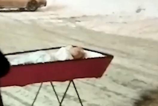 В Самарской области похоронили покойника, которого ранее привезли к зданию правительства