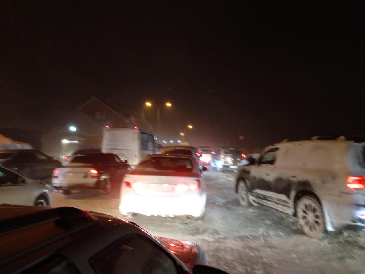 Жителей региона просят не пользоваться личным транспортом. В Самарской области введен «Оранжевый уровень опасности».