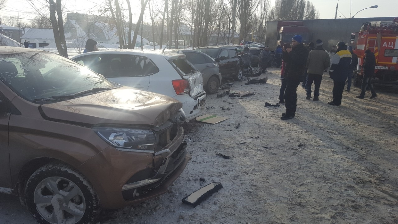 В Самарской области водитель фуры устроил столкновение с 16 машинами