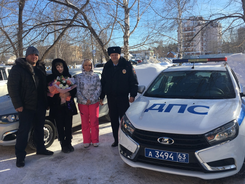 В Тольятти полицейский во время снежной бури помог роженице добраться до роддома