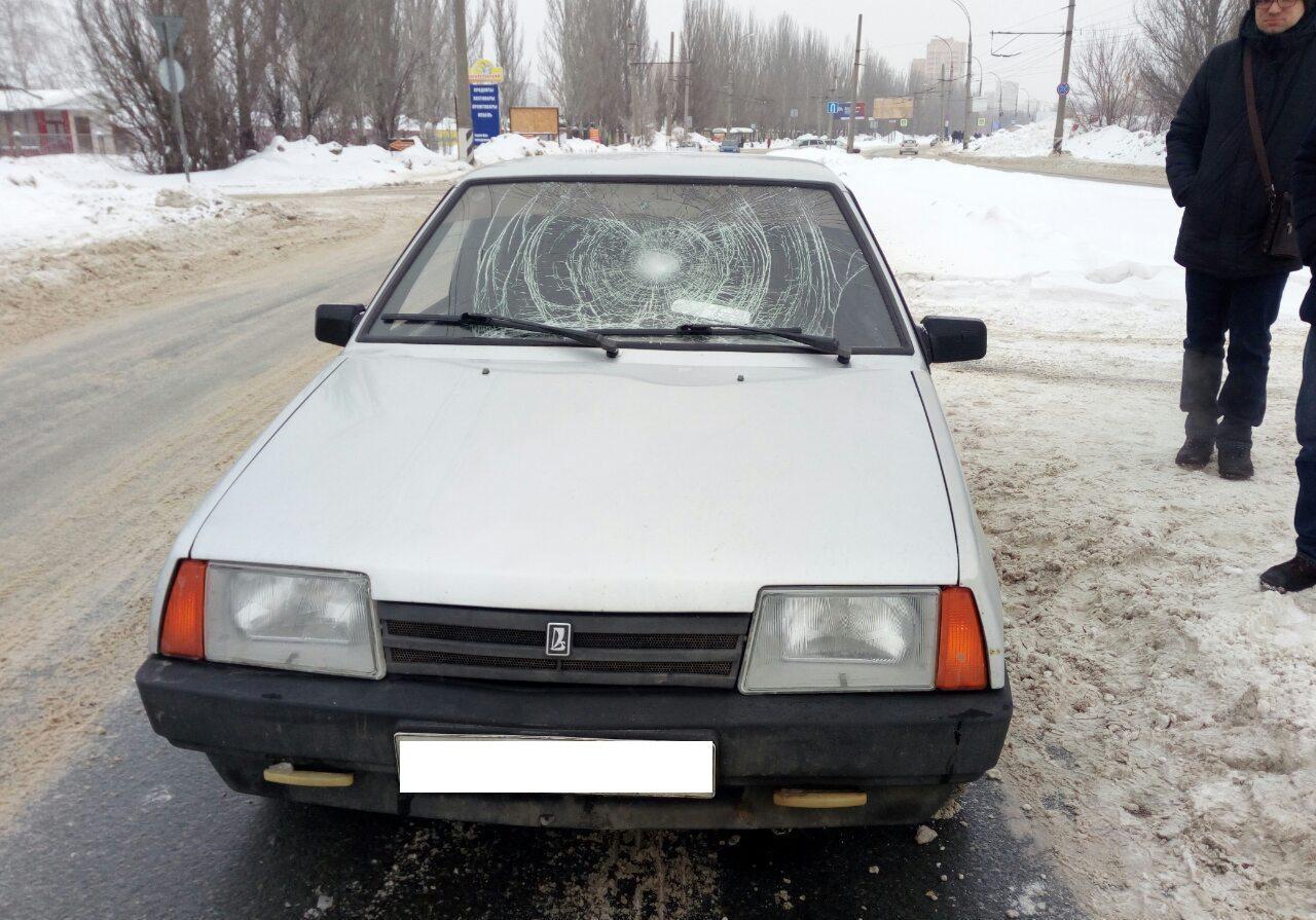 Смял лобовое: 17-летний тольяттинец нарушил правила и попал под машину