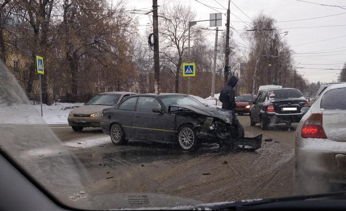 В Тольятти ребенок пострадал в жесткой аварии троллейбуса и двух «немцев»
