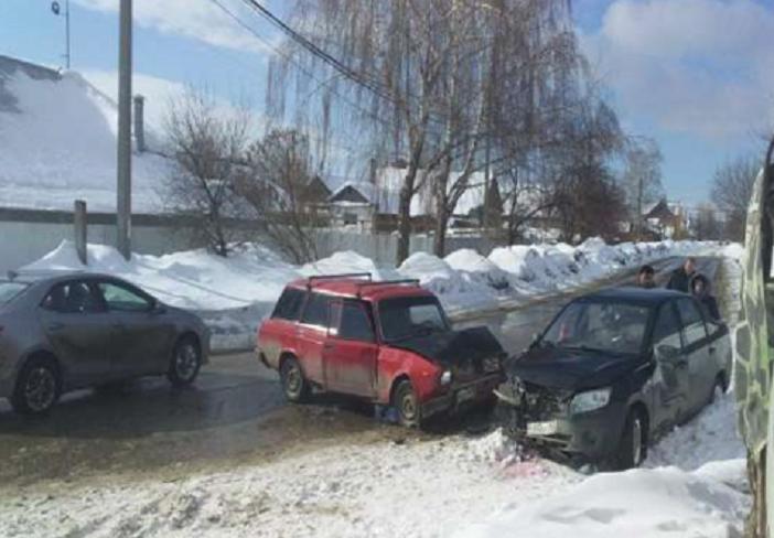 В Тольятти водитель «Гранты» устроил аварию на «встречке». Есть пострадавшие