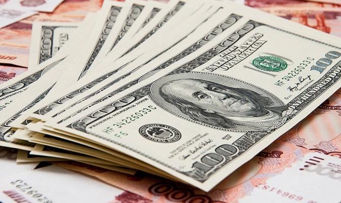 Полицейские вернули пассажиру 10 тысяч долларов, которые он потерял в «Курумоче»