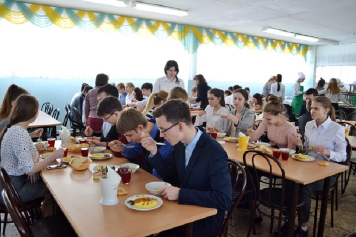 Замечаний нет: Родители проверили, как кормят детей в тольяттинских школах