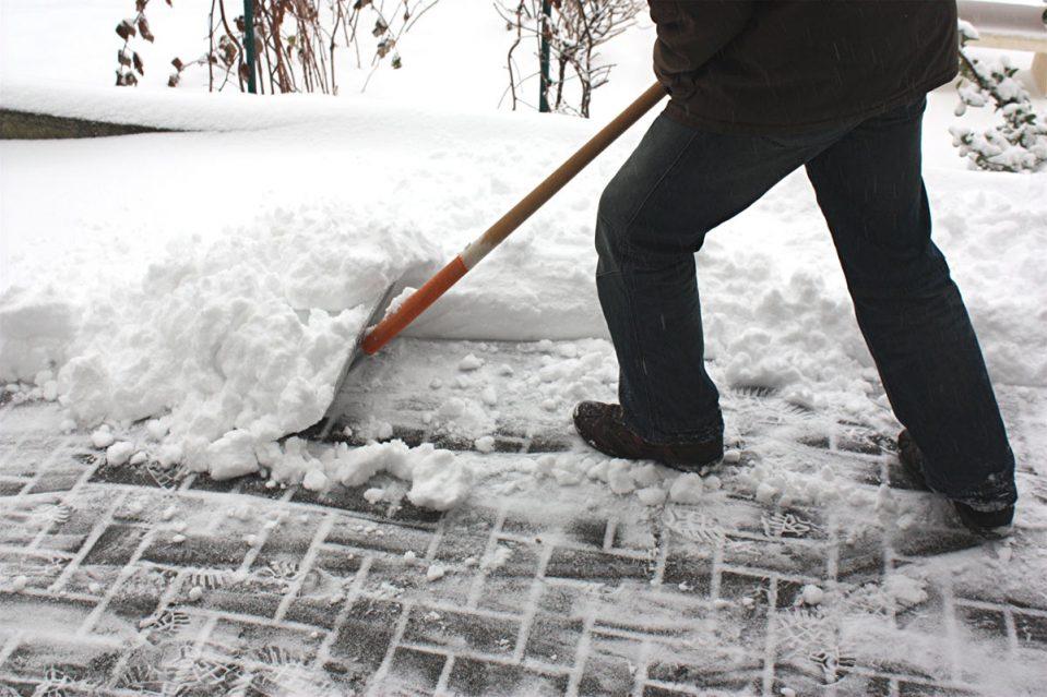 Сергей Анташев пообещал наказать УК за плохую уборку снега
