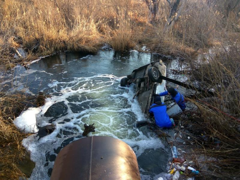 В Самарской области в озере нашли машину с мертвым человеком внутри