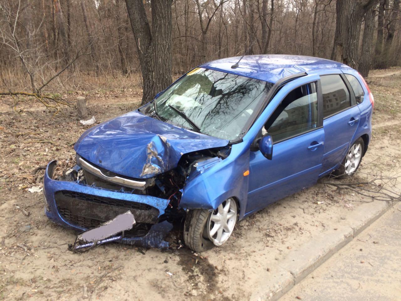 В Тольятти в столкновении машины с деревом травмирована женщина