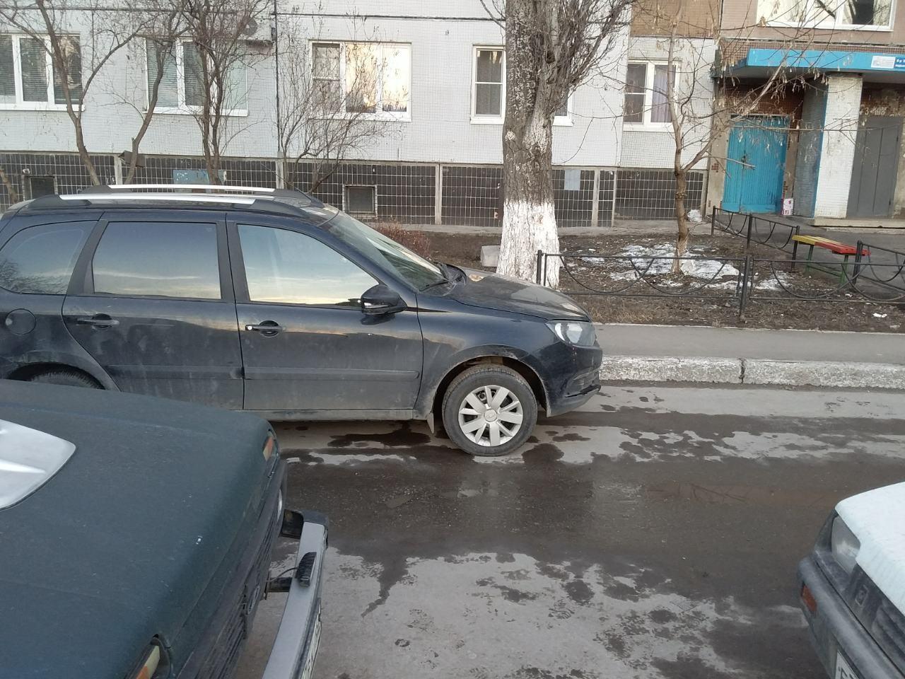 В тольяттинском дворе автомобилист сбил 7-летнего ребенка