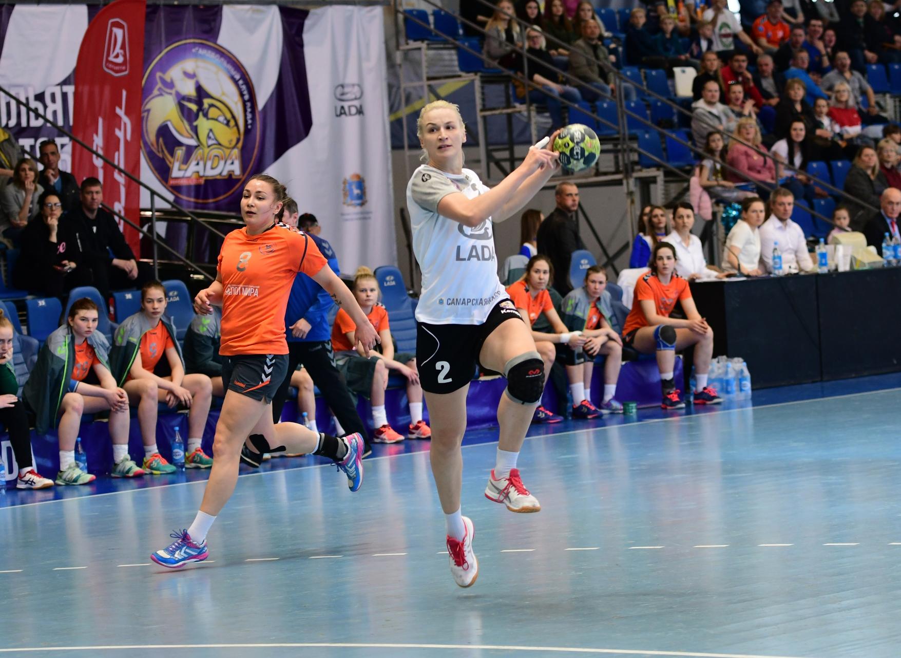 Гандбольная «Лада» вышла в полуфинал чемпионата России