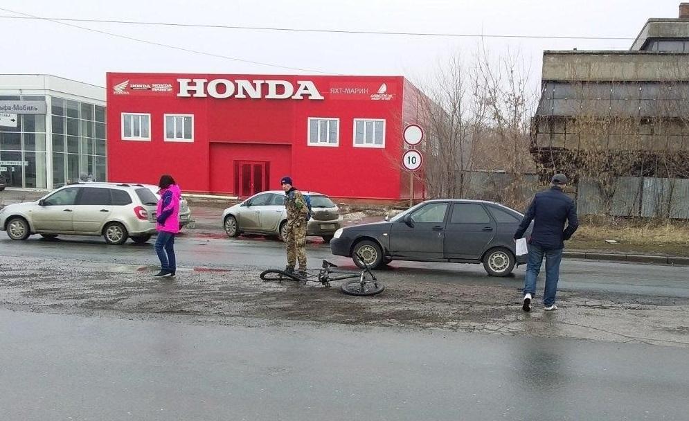 В Тольятти велосипедист нарушил правила и попал под машину