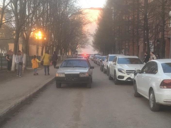 Водитель без прав сбил ребенка в тольяттинском дворе