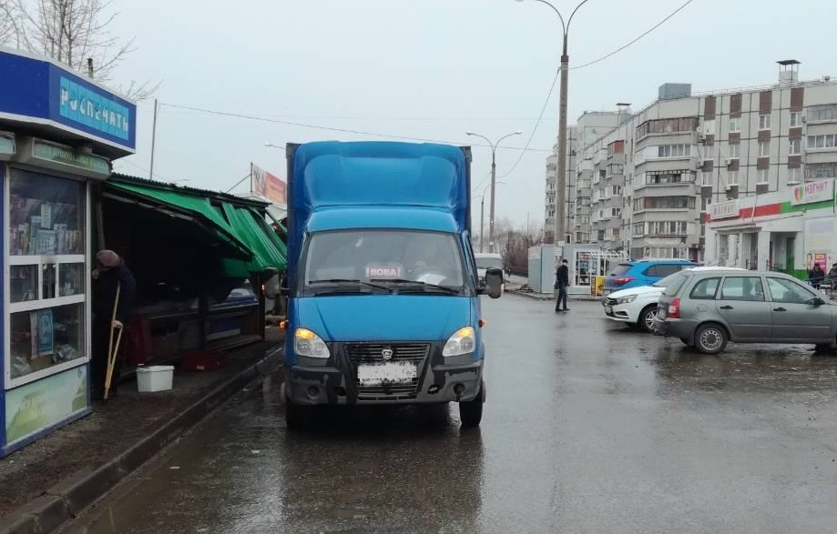 В Тольятти «Газель» обрушила крышу киоска на продавца