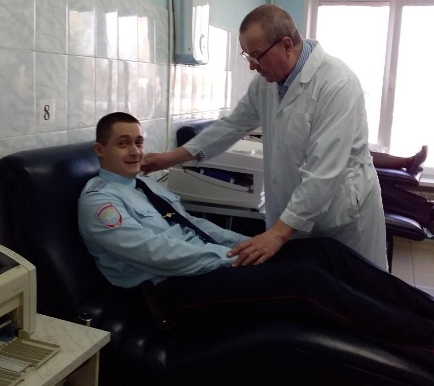 Тольяттинские полицейские поделились своей кровью
