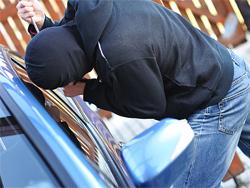 Недруги: У тольяттинца угнали машину, пока он был в магазине