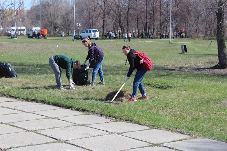 Забытое место для отдыха: Тольяттинцы откликнулись на призыв вычистить парк в 32 квартале