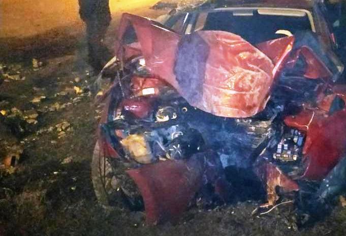 Обнял столб: В Тольятти водитель выжил в страшной аварии
