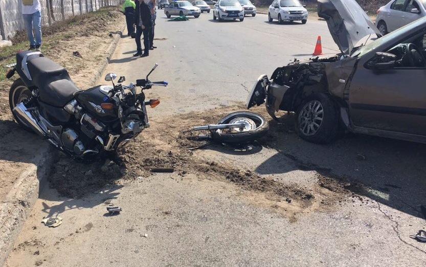 Без шлема и прав: В ГИБДД назвали виновника аварии, в которой погиб пассажир мотоцикла