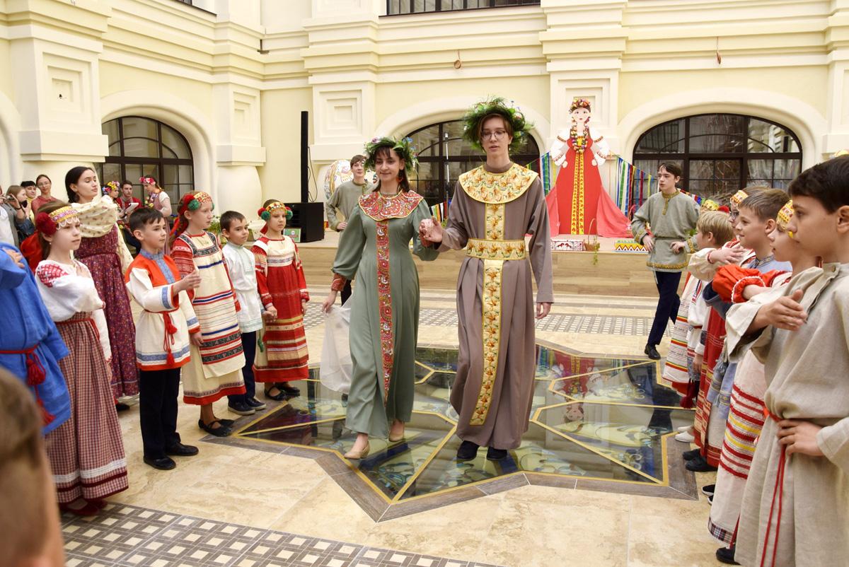 В Тольятти горожан развлекали ярмаркой «Красная горка»