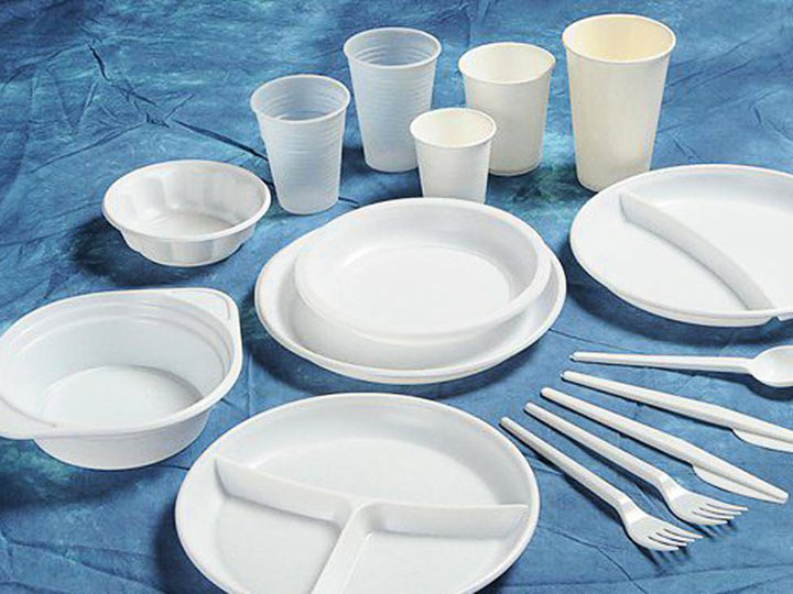 В России готовят запрет на одноразовую пластиковую посуду