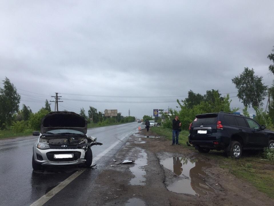 Выехал на встречку: В Тольятти в аварии трех автомобилей погиб водитель