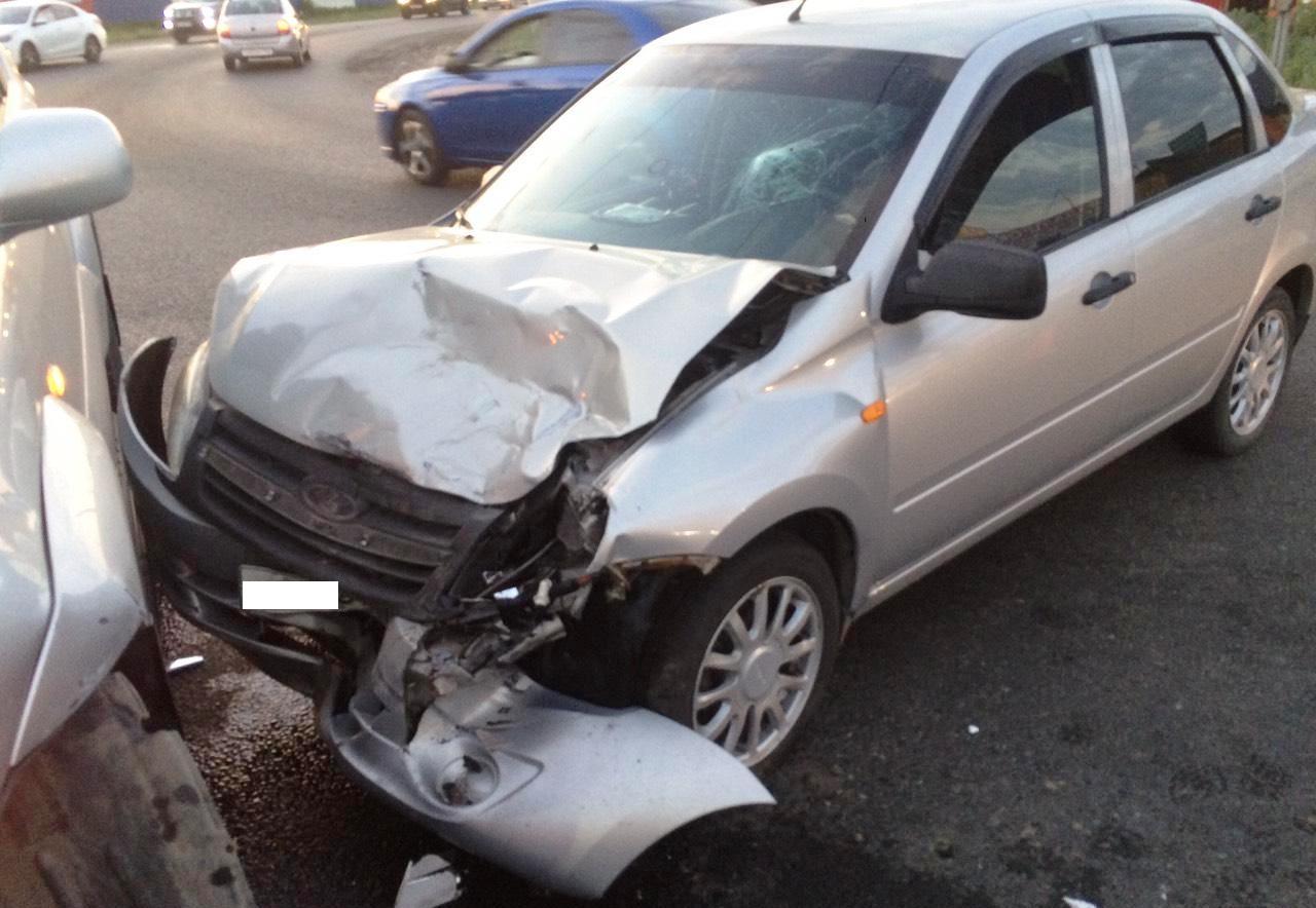 В Тольятти столкнулись «Тойота» и «Лада». Пострадала 6-летняя девочка
