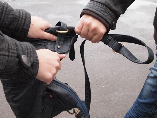 В Тольятти росгвардейцы и девушка задержали уличного грабителя