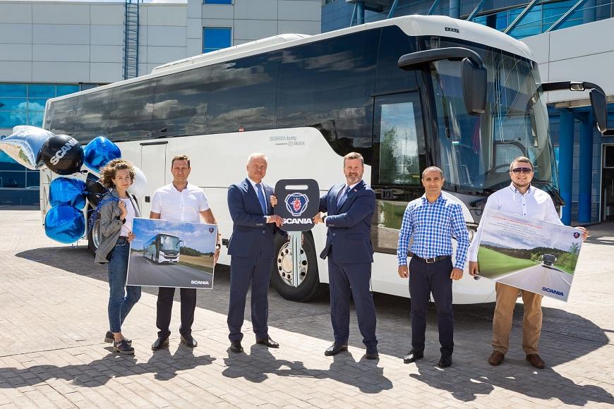 Хоккейный клуб «Лада» приобрел новый автобус