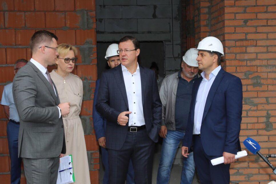 Азаров поставил задачу открыть 20 детских садов в регионе