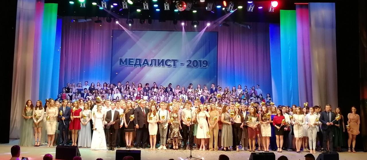 Глава Тольятти встретился с городскими медалистами