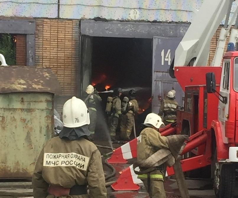 Обрушилась кровля: Стали известны подробности пожара на складе в Тольятти