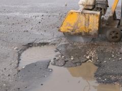 В жилых кварталах Тольятти начинается ямочный ремонт дорог