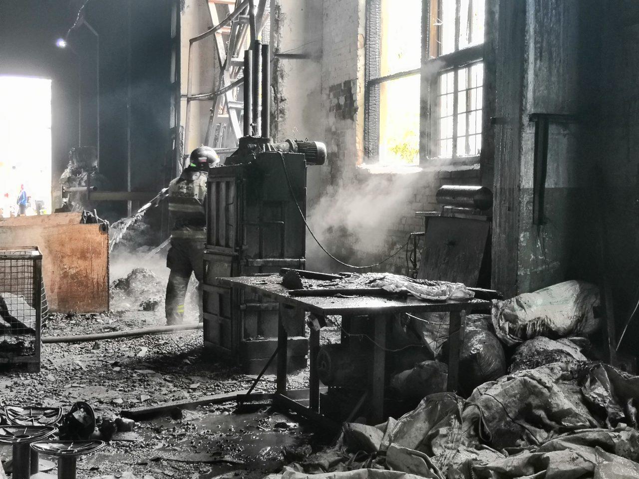 В Тольятти на территории бывшего «Фосфора» горел склад с пластиком