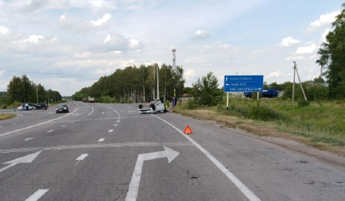 Два человека пострадали в аварии с перевертышем под Тольятти