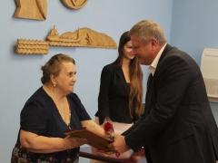 Трое из тольяттинских медалистов воспитывались без опеки родителей
