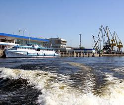 У Речного порта в Тольятти сносят торговые павильоны
