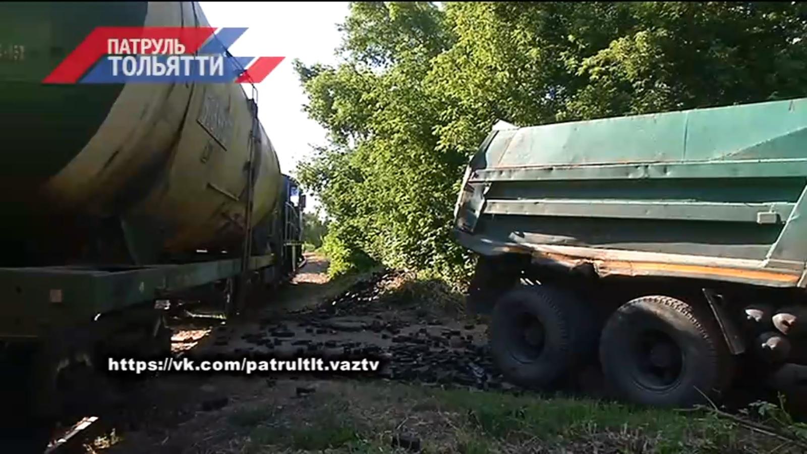 В Тольятти тепловоз протаранил груженый КАМАЗ