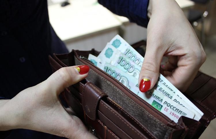 Половина россиян получает зарплату ниже 35 тысяч рублей