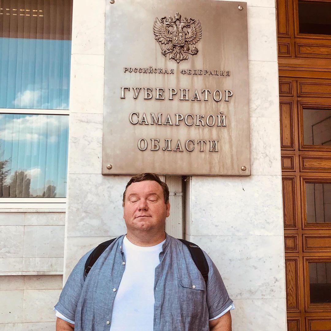 «Баснословной зарплаты не будет»: КВНщик Колчин рассказал, чем поможет Азарову
