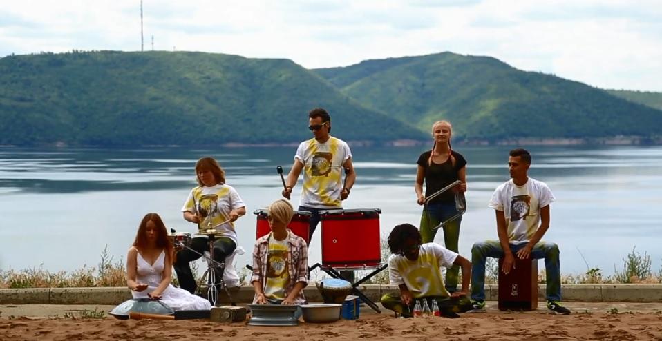 Играем на инструментах и мусоре: Тольяттинцы сняли эко-клип, бьющий рекорды по просмотрам