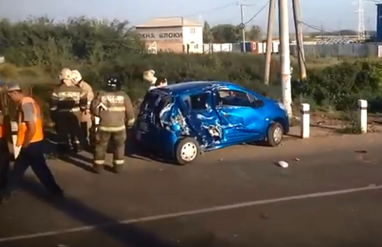 Три машины ехали на запрещающий сигнал: Появилось видео с места аварии на переезде в Тольятти
